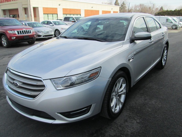 Ford Taurus SEL 2013, concessionnaire Ford à Brossard